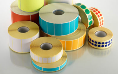 Le etichette neutre sono utilizzate per packaging, stoccaggio, logistica e grande distribuzione con la precisa funzione di identificare il prodotto.