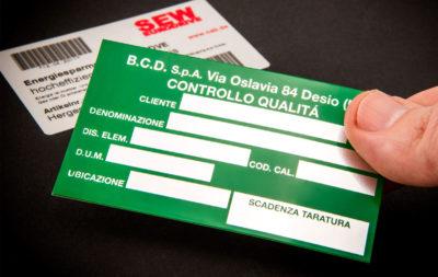 Le etichette per inventario sono ideali per marcatura dei macchinari, identificazione dei cespiti, beni aziendali come arredi, attrezzature d'ufficio.