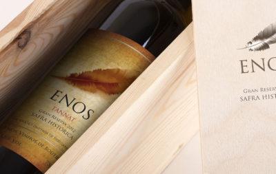 L'etichetta di un vino, è il principale veicolo di informazioni e rappresenta l'identità del prodotto veicolandone i valori grazie alla sua veste grafica.