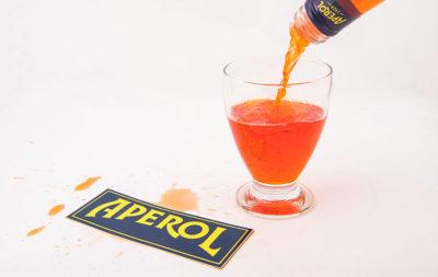 Adesivi pubblicitari di SERIT Etichette: etichette sagomate, vetrofanie, prespaziati, digital stikers, etichette resinate.
