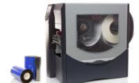 La stampa di codice a barre adesivi, in bobina o in fogli con stampa di dati variabili avviene grazie a specifici programmi informatici.